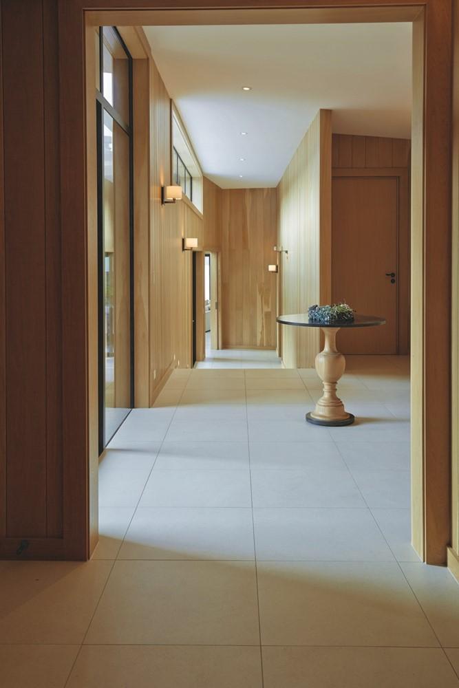 hall tiling grey beige wood